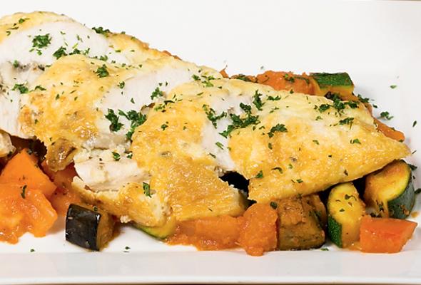 Рецепт: Фаршированное изапеченное под сыром филе цыпленка срататуем - Фото №0
