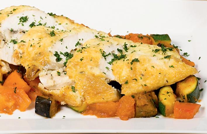 Рецепт: Фаршированное изапеченное под сыром филе цыпленка срататуем