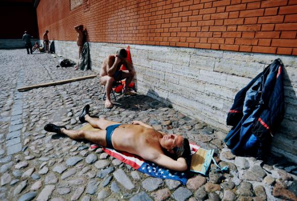 Солнечные ванны наПетропавловке - Фото №3