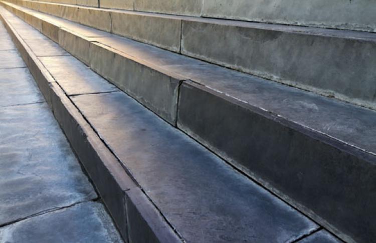 Лестницы вподземных переходам станут менее скользкими