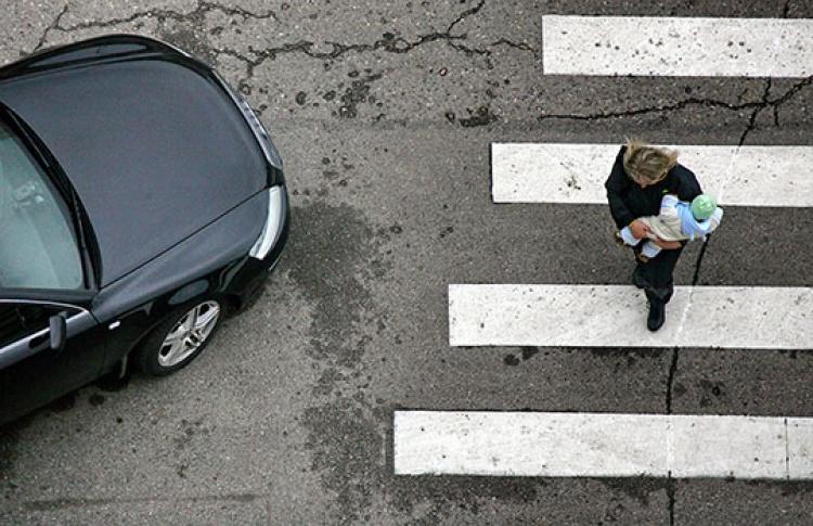 Упешеходных переходов установят светоотражающие ограждения