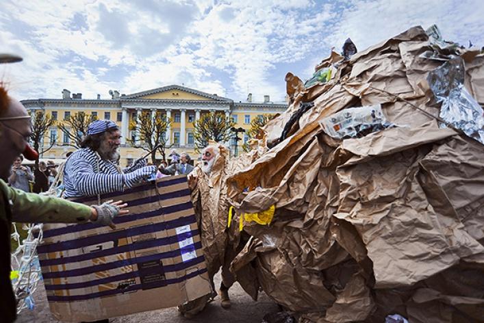 Полунин ссоратниками выгуляли мусор