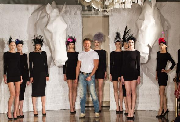 Konstantin Gayday создал коллекцию шляпок для скачек - Фото №0