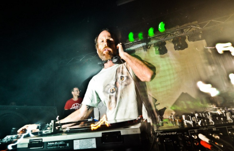 DJs Нэнси Вэнг, Пэт Махоуни