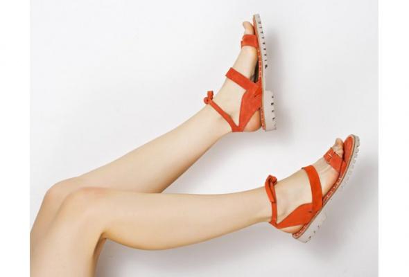 Стоковый магазин одежды Second Friend Stock открывает обувной корнер - Фото №2