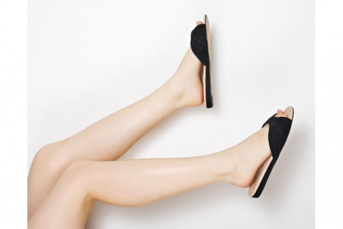 Стоковый магазин одежды Second Friend Stock открывает обувной корнер