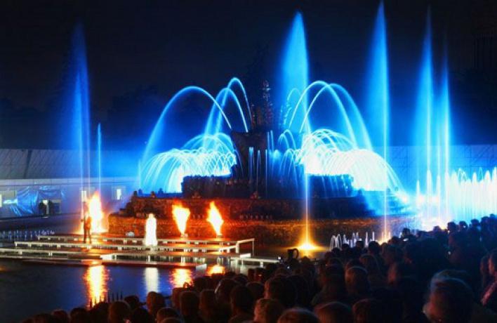 НаВВЦ заработал фонтан «Каменный цветок»