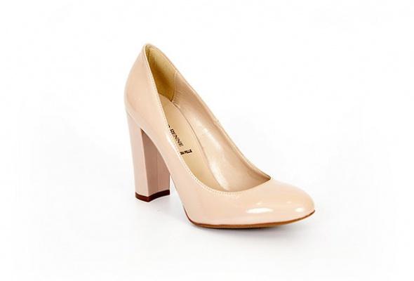 Где найти: Туфли цвета ньюд - Фото №5