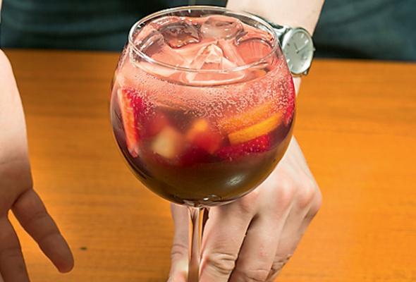 Безалкогольная клубничная сангрия - Фото №0