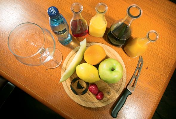 Безалкогольная клубничная сангрия - Фото №1