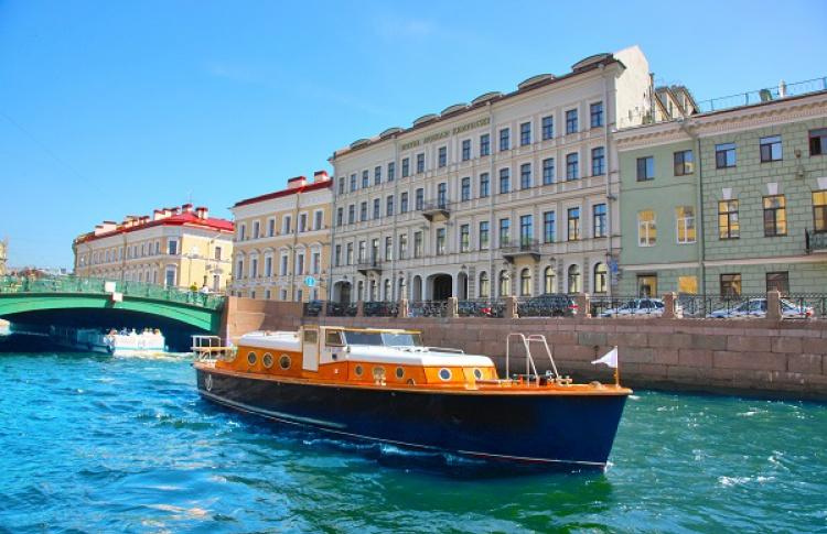 При отеле ''Кемпински Мойка 22'' появилась прогулочная лодка сгастрономическим предложением отфранцузского шеф-повара