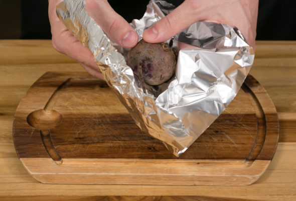 Говядина спеченым луком, свеклой исоусом изкваса - Фото №2