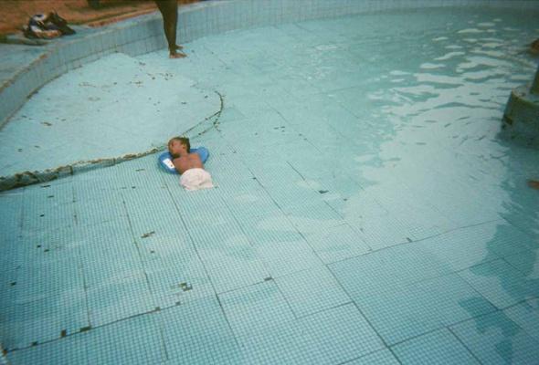 «Мне было неловко фотографировать эту девочку, ведь она немогла убежать» - Фото №0