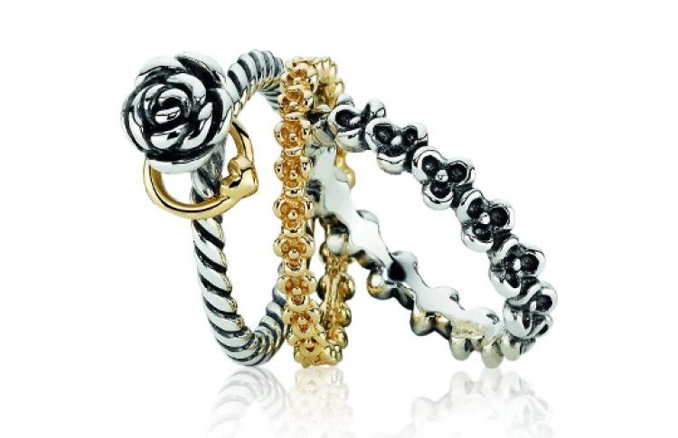 Третье кольцо в подарок в Pandora