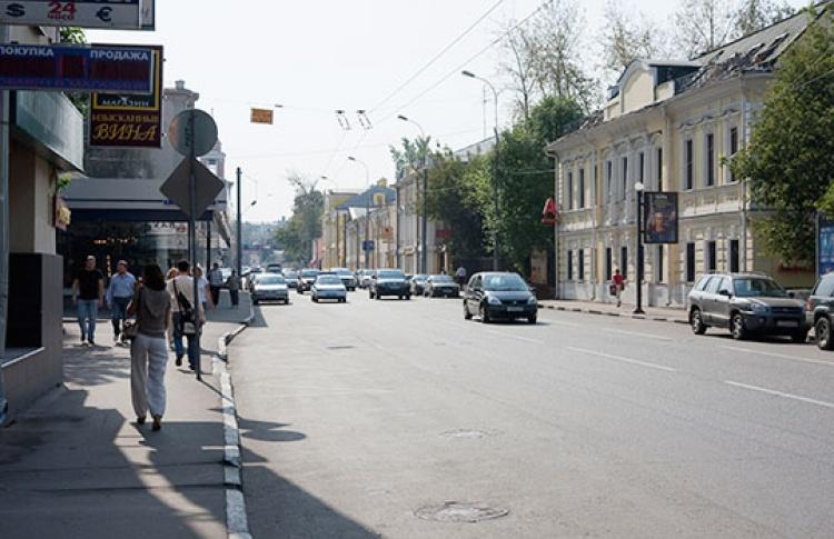 Остановки общественного транспорта защитят отпарковки