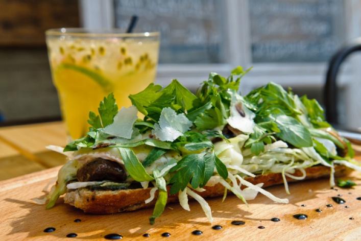 Летняя еда: салаты изакуски
