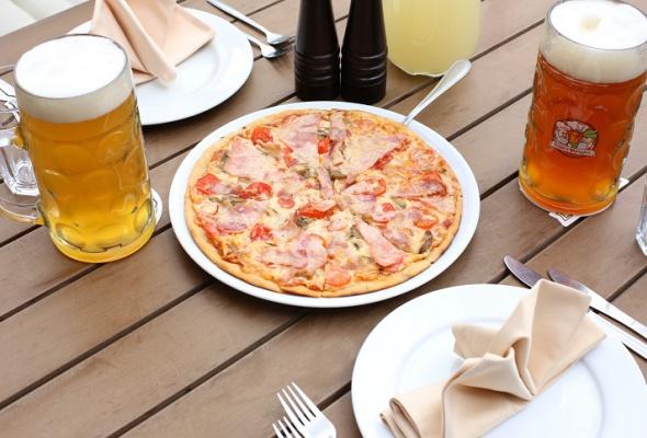 Пицца вресторане «Карл иФридрих» - Фото №0