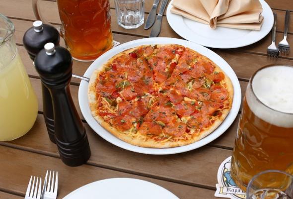 Пицца вресторане «Карл иФридрих» - Фото №1