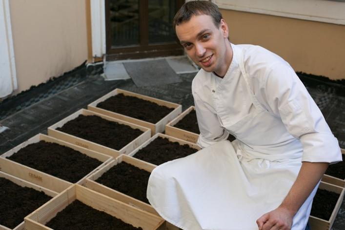 Говяжья вырезка скартофелем, грибами ивареньем изшишек