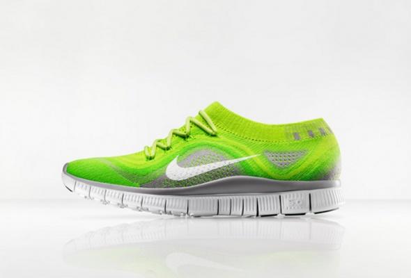 Впродажу поступили новые кроссовки Nike - Фото №1