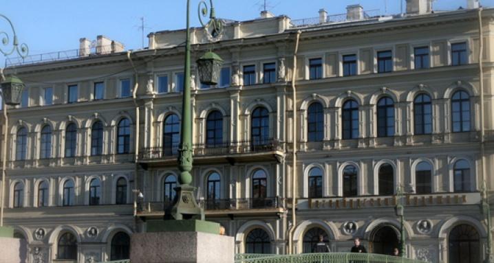 Петербургский художник, Музейно-выставочный центр