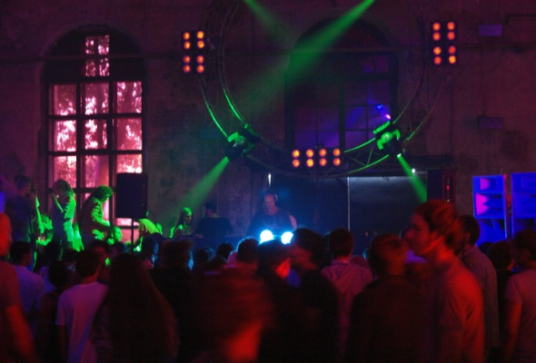 Лучшие вечеринки сентября - Фото №1