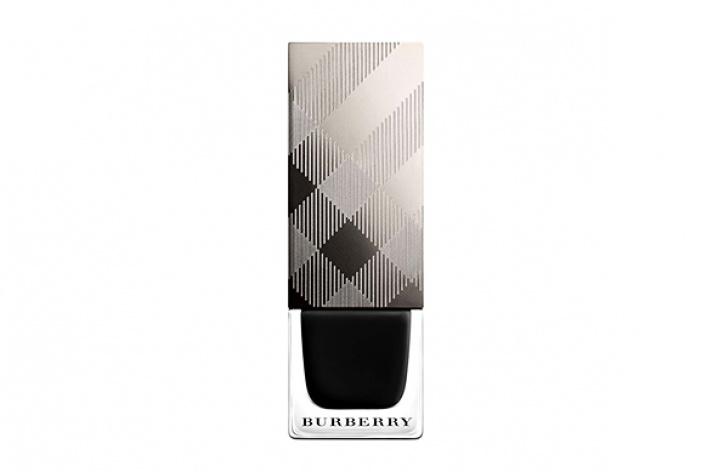 Первый лак для ногтей отBurberry
