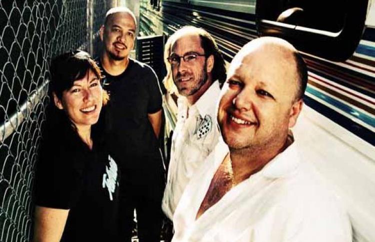 Группа Pixies выпустила новый альбом