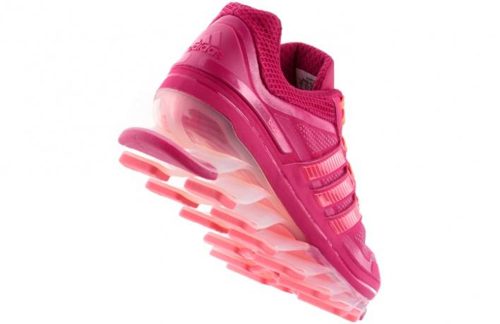 Новые кроссовки adidas поставили на«трамплины»