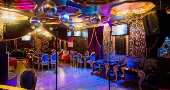 Fever, karaoke bar