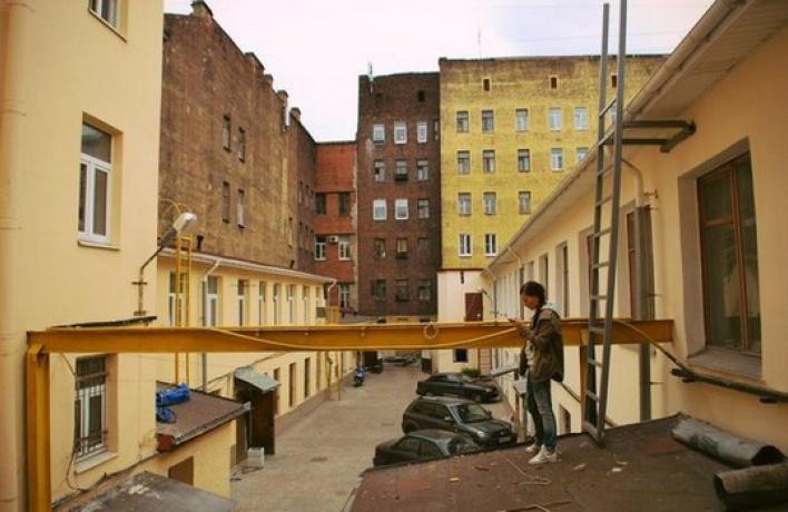 Науглу Восстания иНекрасова открылся проект «Флигель»