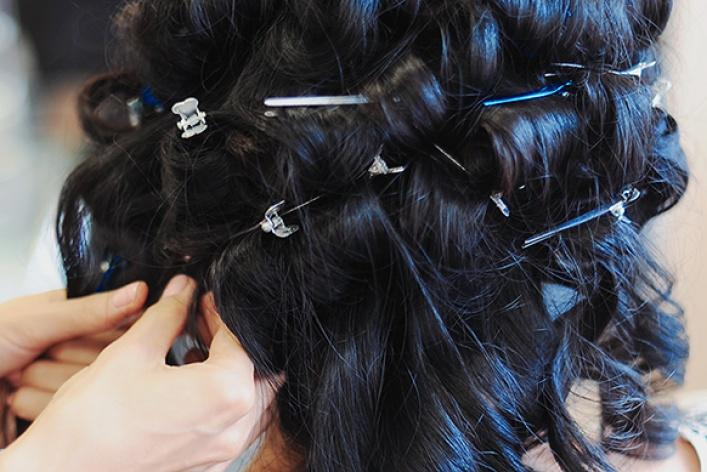 Насмену прямым волосам пришли кудри