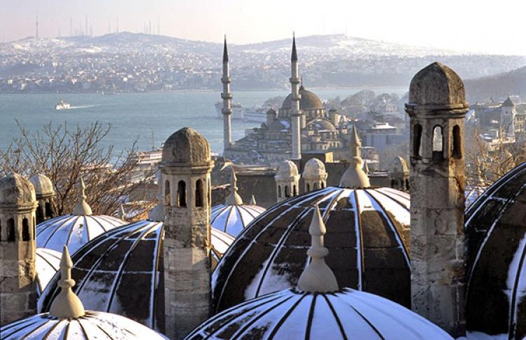 5 бюджетных европейских городов для поездки на Новый год  Фото №415836
