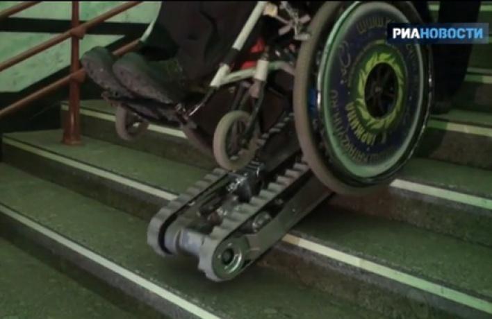 Впетербургском метро появились устройства для передвижения пассажиров накреслах-колясках