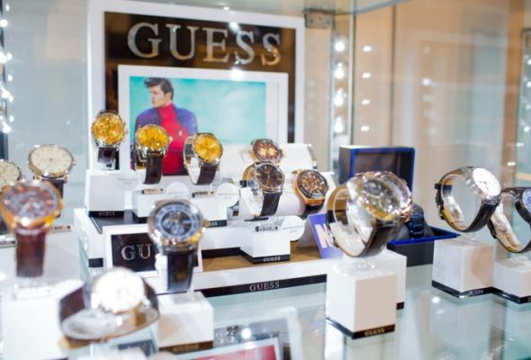 Открылся первый магазин аксессуаров GUESS - Фото №1