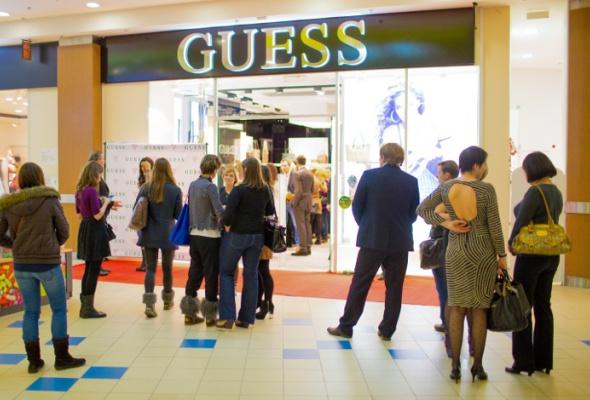 Открылся первый магазин аксессуаров GUESS - Фото №2