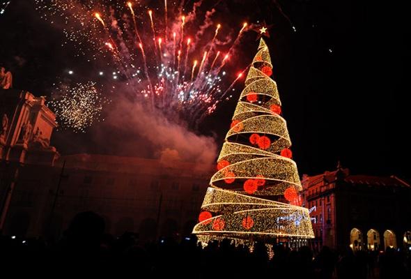 Лучшие новогодние елки мира: фотогалерея - Фото №3