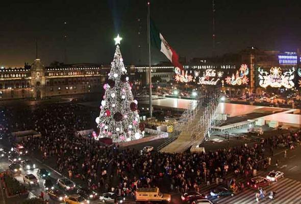Лучшие новогодние елки мира: фотогалерея - Фото №7
