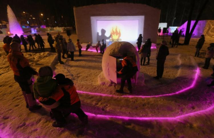 ВИзмайловском парке открылся кинотеатр изснега