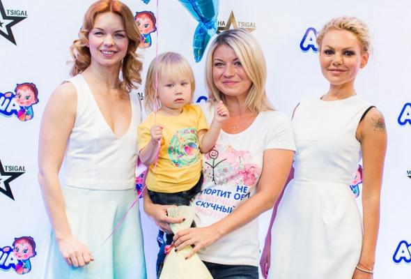 Маша Цигаль презентовала коллекцию футболок для бренда «Агуша» - Фото №2
