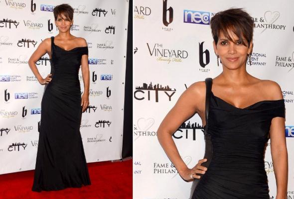 Звездный тренд: черное платье в пол - Фото №10