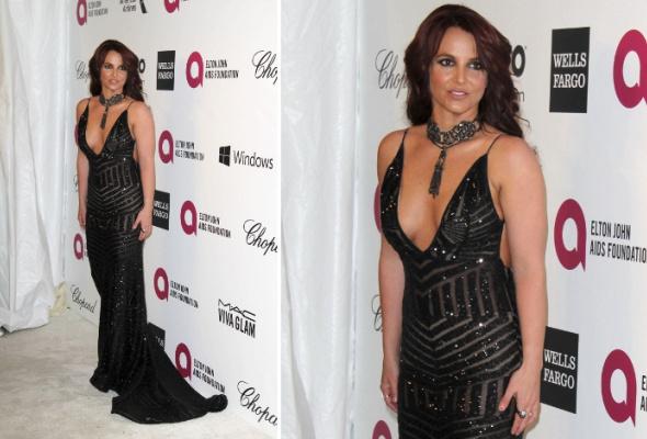 Звездный тренд: черное платье в пол - Фото №11