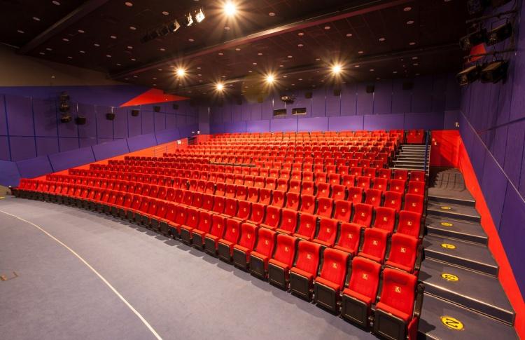 Кинотеатр «Москва» и TimeOut Петербург» дарят скидки по пятницам