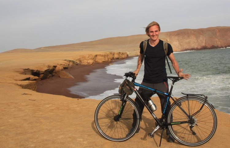 """""""Когда говоришь людям о велосипедах - не все готовы слушать, а когда про путешествие - слушают"""""""
