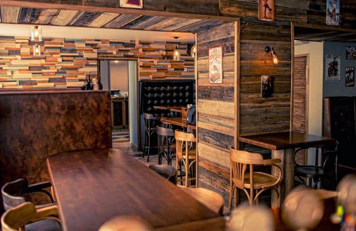 На Вознесенском проспекте открылся второй бар Library