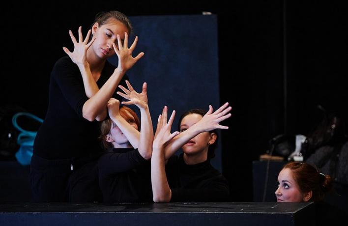 Легкие люди, международный театральный центр