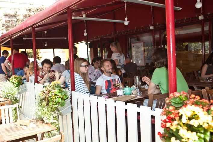 4 ресторана, где есть чем заняться помимо еды