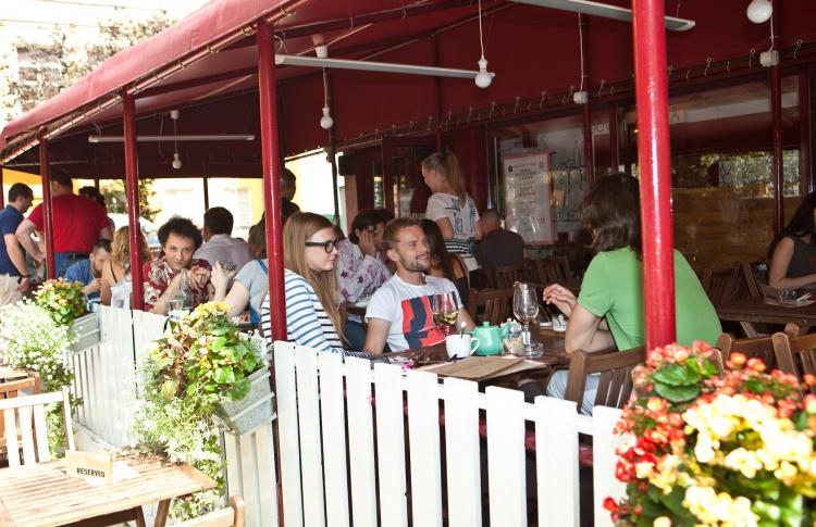 4 ресторана, где есть чем заняться помимо еды Фото №433905