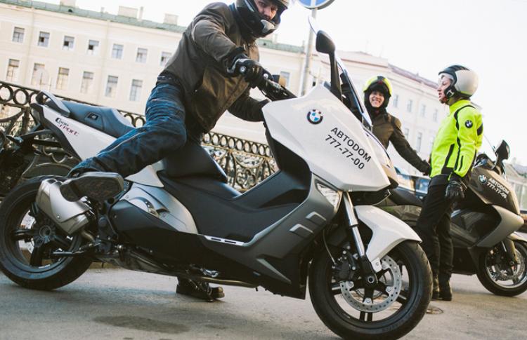В отеле Кемпински открылось первое в городе мото-такси Фото №434491