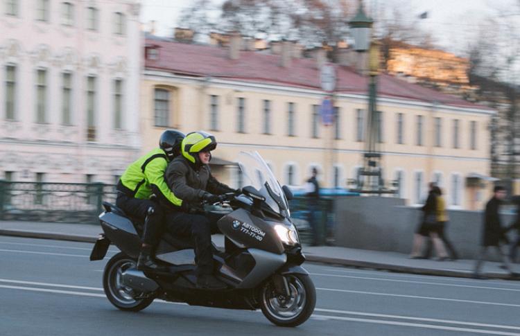 В отеле Кемпински открылось первое в городе мото-такси Фото №434493
